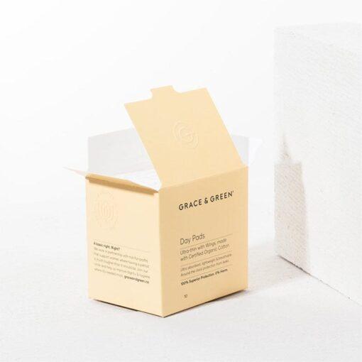 organic cotton period pads in orange box