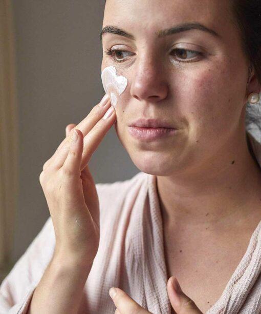 woman applying natural face moisturiser