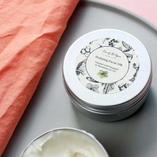 hydrating face cream in 50ml tin