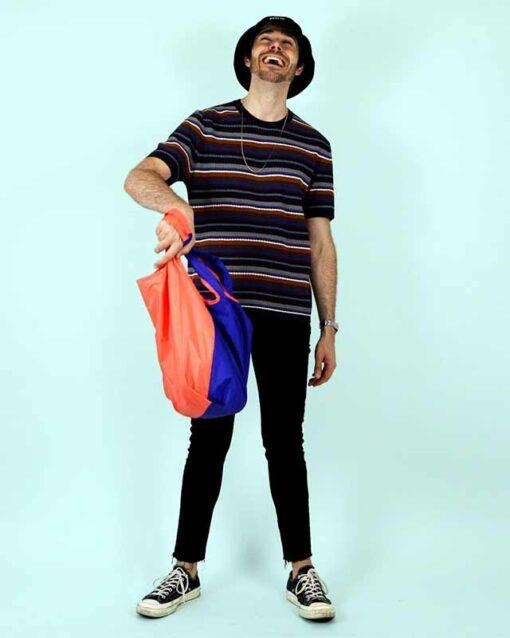 man holding bicolour shopping bag