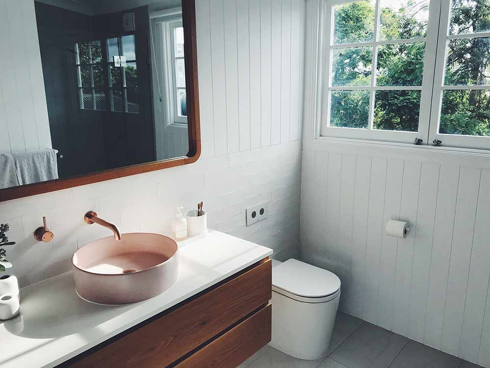 how to go plastic free in the bathroom blog post image